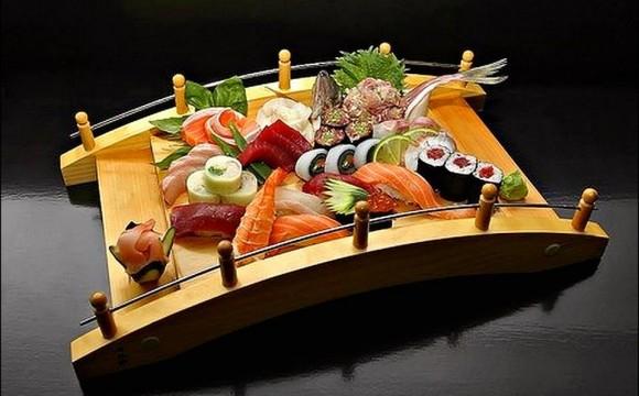• Sushis, sashimis, makis; à savourer à la baguette !