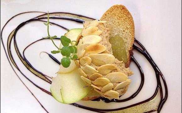 • Juste une petite tartine de foie gras pour le goûter !