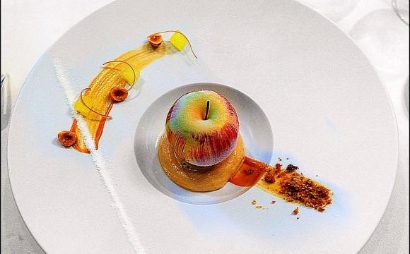 • A midi : régime !… Juste une pomme !